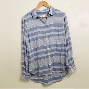 Beachlunchlounge striped blue and white button up